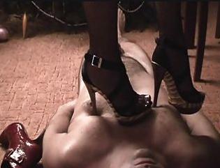 high-heel-torture-slovnicek-hrudnik
