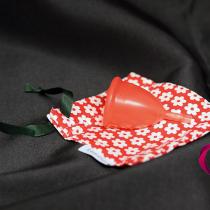 Menstruační kalíšek v detailu