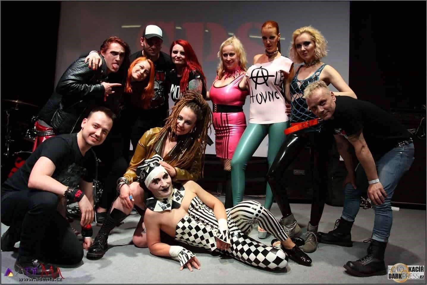 Erotický náboj mohou mít i modely ve stylu punk –  ROZHOVOR s latexovou návrhářkou Ademou