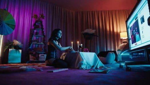 "Holka z livechatu (Cam 2018) – RECENZE erotizujícího drama z ""sexy chatu"""