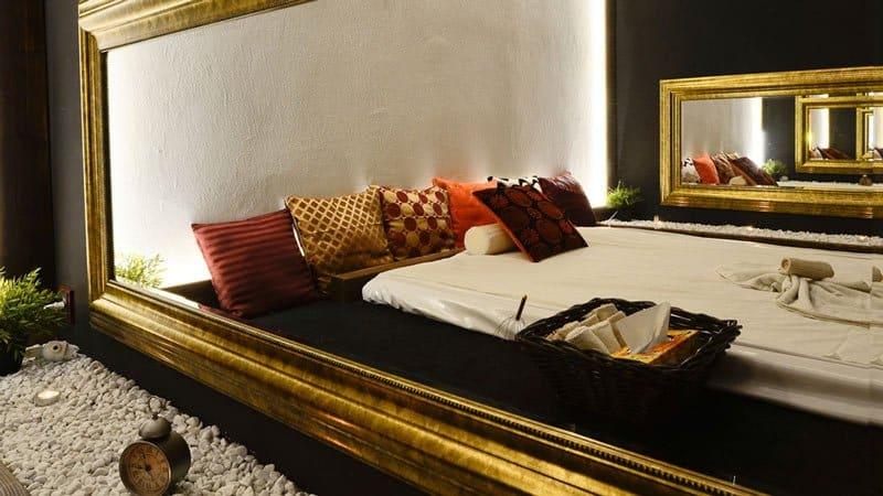Naolejované tělo v zrcadle, aneb jak jsem si užil  erotickou masáž v MataHari salonu…