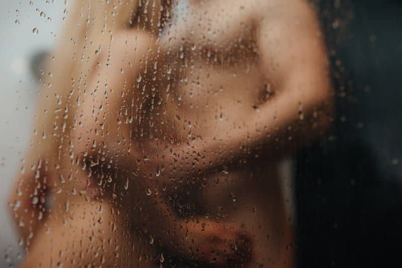 Zaciname-sprchou