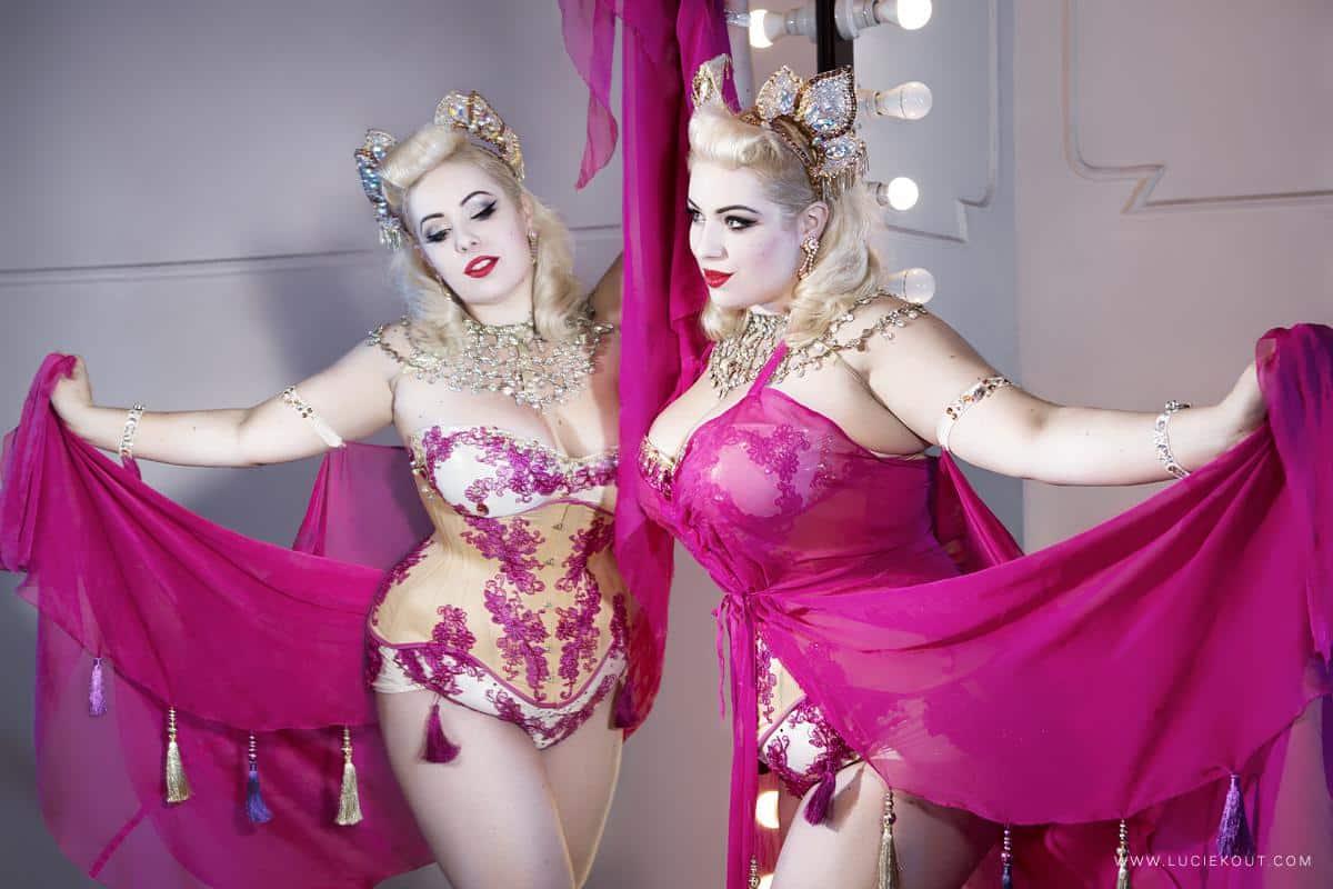 Akademie burlesky plní sny dívek a žen – ROZHOVOR s jejími lektorkami
