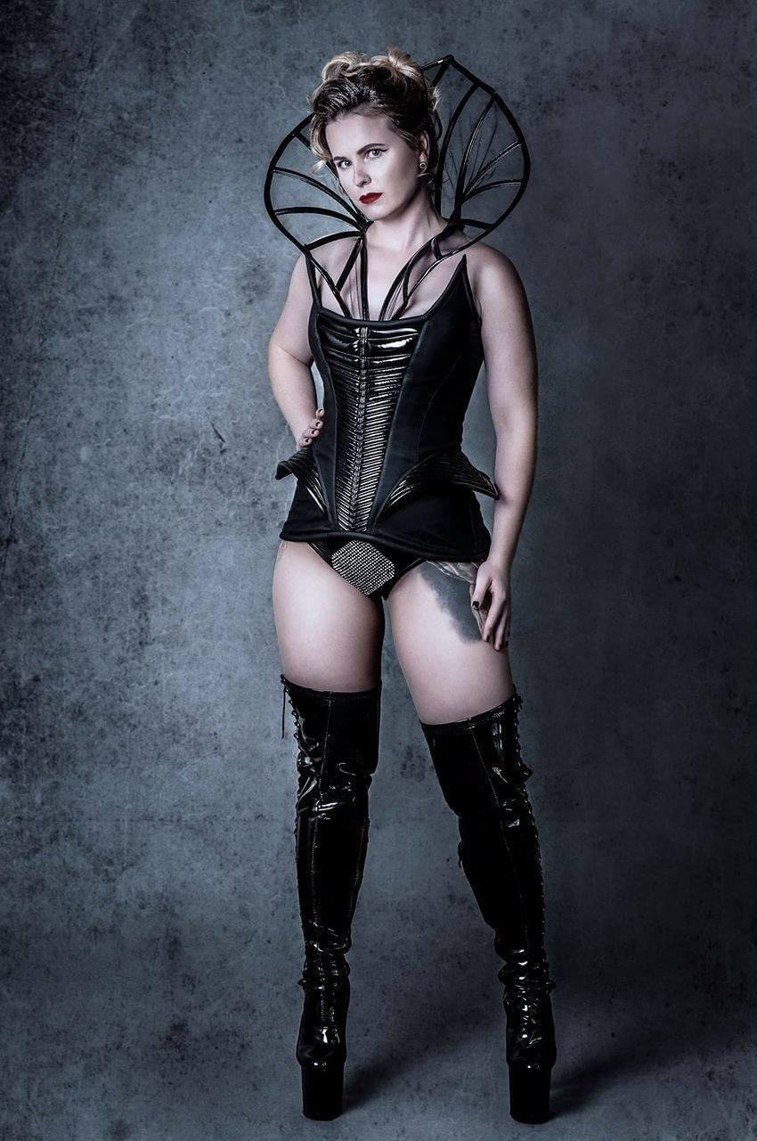 """""""Říká se, že burleska je lepší než striptýz a zábavnější než kabaret"""" – rozhovor s majitelkou LFS Petrou"""